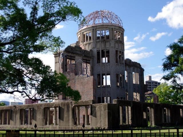 Hiroszima - zniszczony budynek po wybuchu bomby atomowej