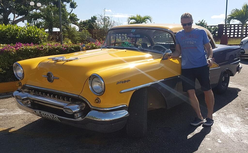 Darek ze starym amerykańskim autem