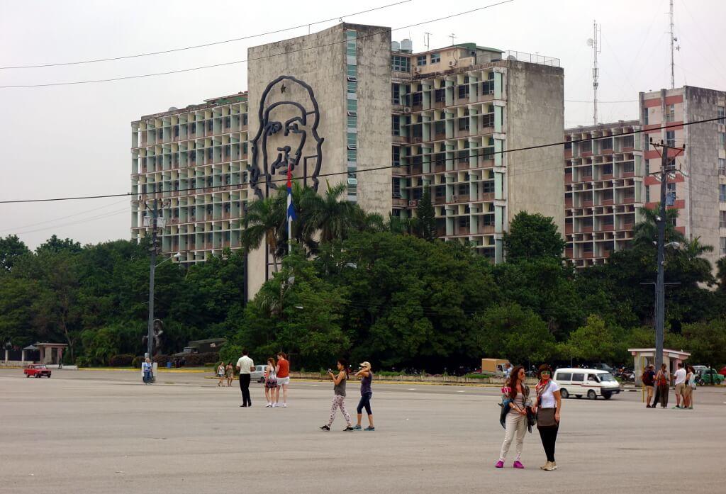 wieżowiec z podobizną Che