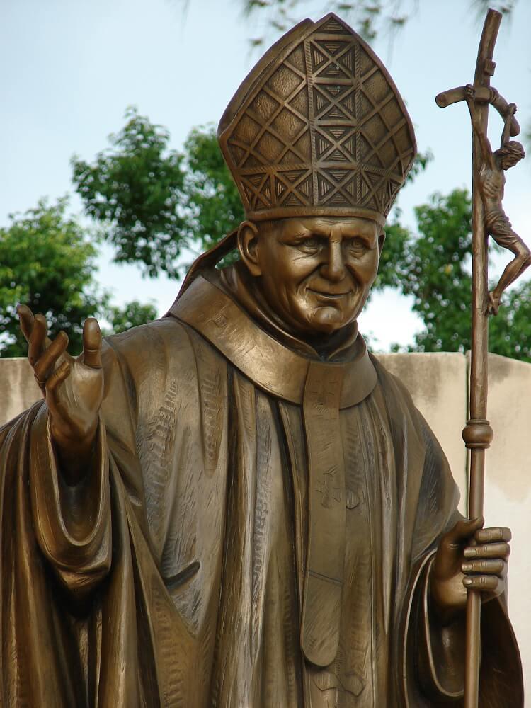 pomnik papieża Polaka na Kubie
