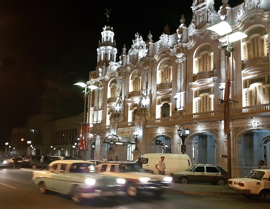 Teatr Wielki w Hawanie nocą