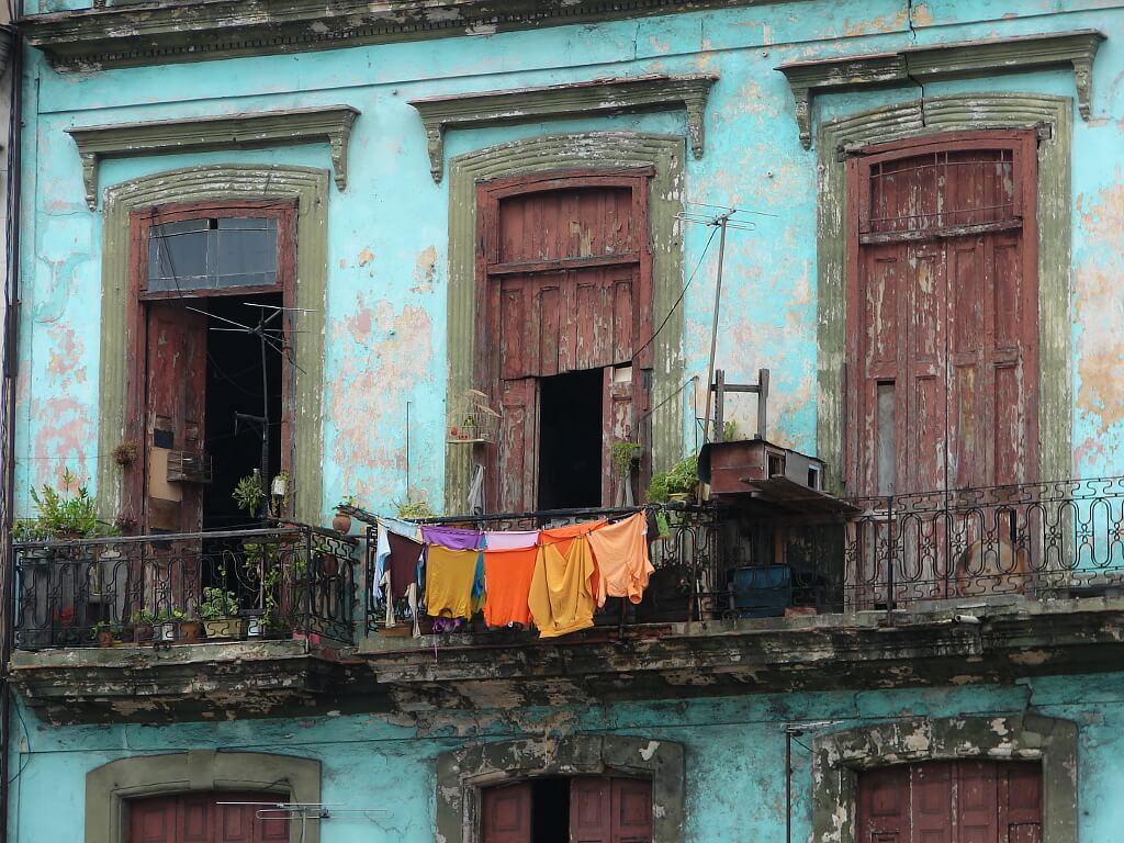 Malowniczo odrapana fasada