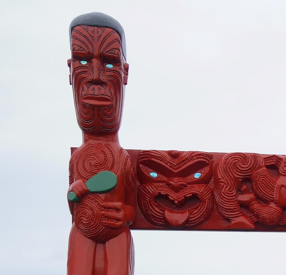 Detal z maoryskiej bramy strzegącej jeziora Taupo