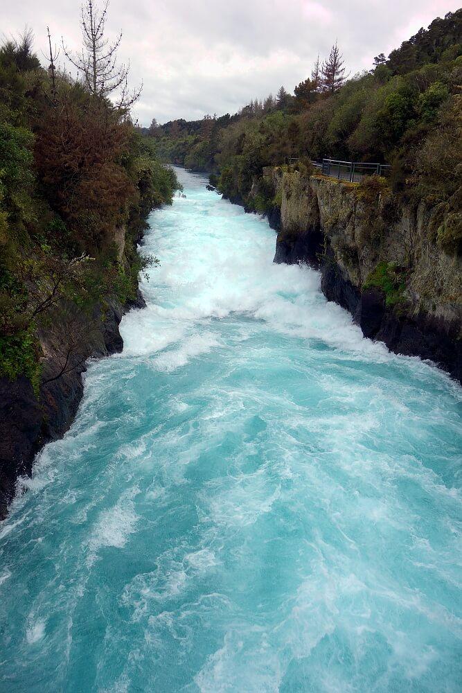Spienione wody rzeki Rotorua