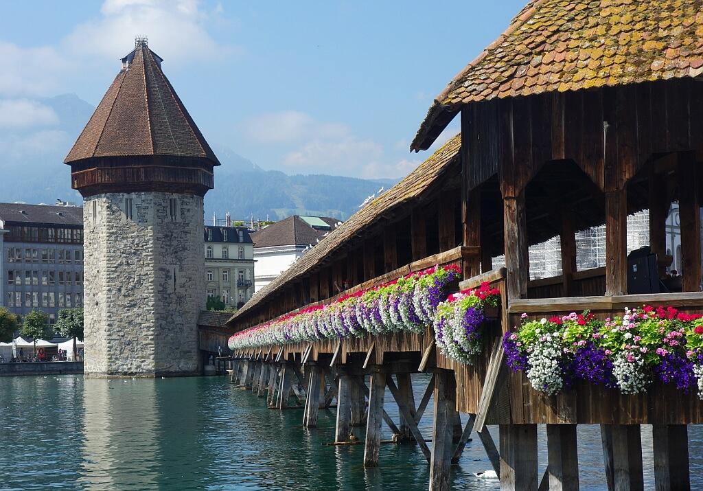 Średniowieczny, drewniany most w Lucernie