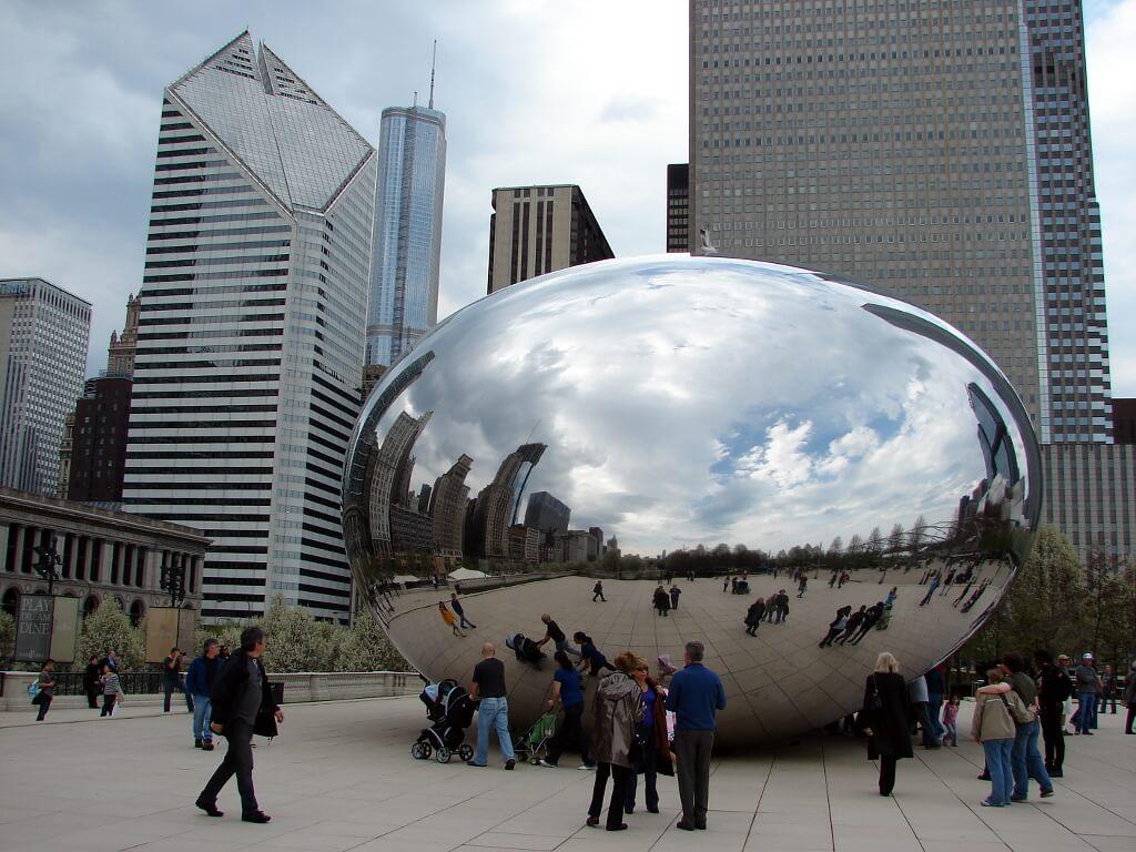Wielkie lustrzane jajo - Cloud Gate w Millenium Park w Chicago
