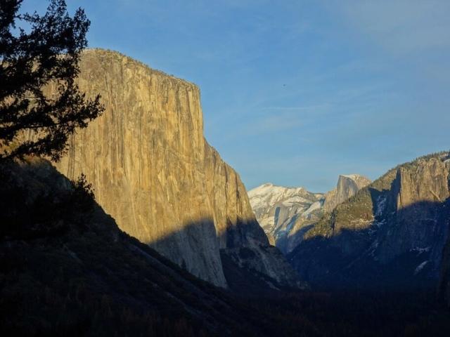 El Capitan, w tle Half Dome w Yosemite