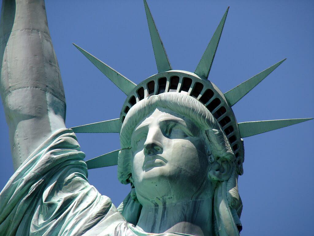 zbliżenie na twarz Statuy Wolności