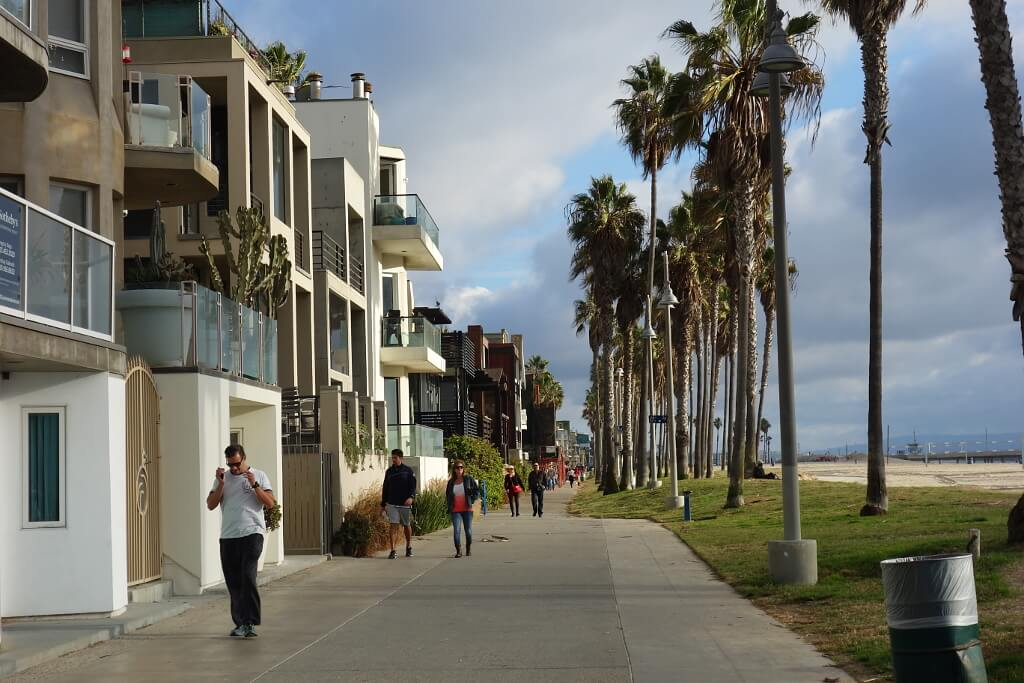 promenada wzdłóż plaży w Los Angeles