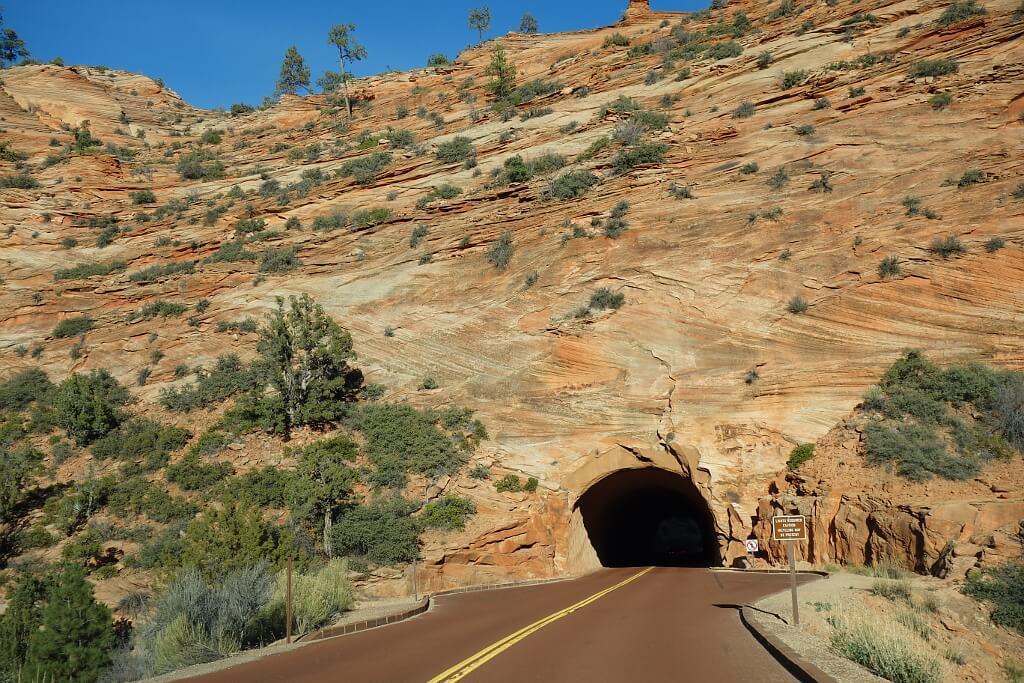 Tunel w karmelowej górze
