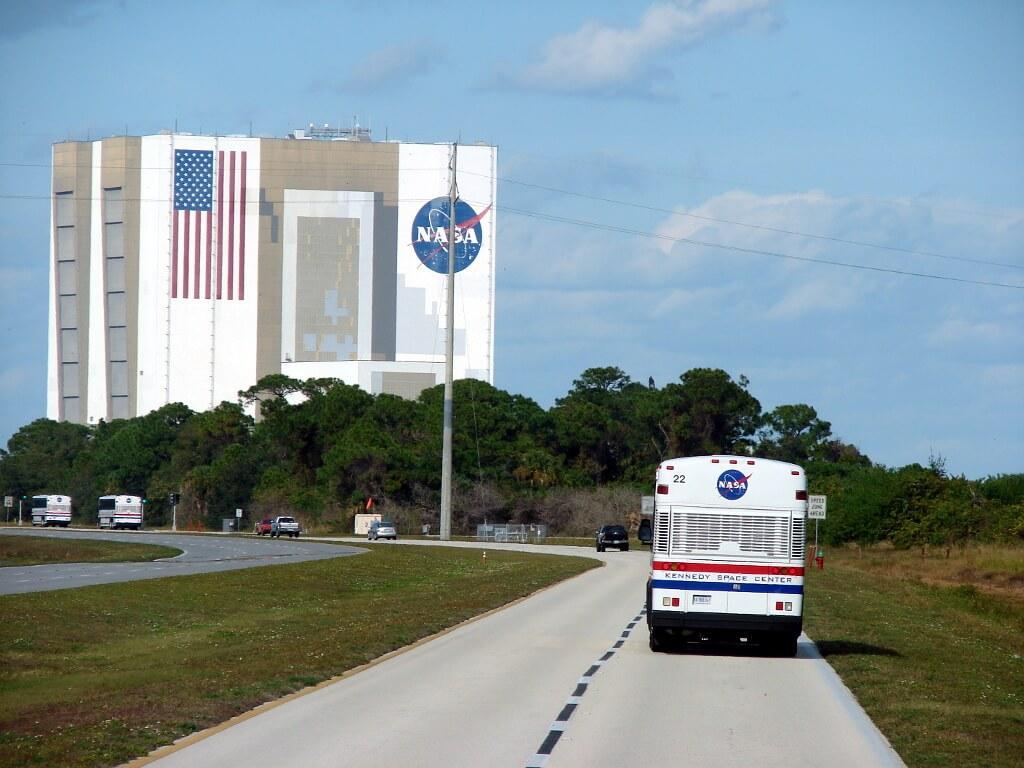 autobus jadący do bazy Nasa na Florydzie
