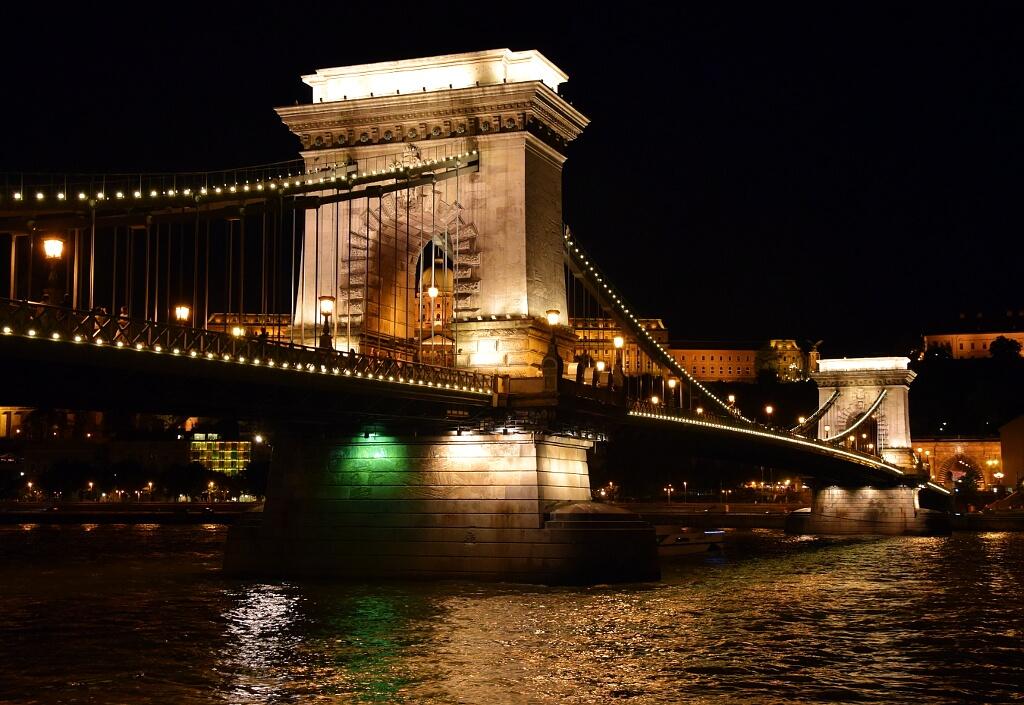 Budapeszt - Most Łańcuchowy nocą