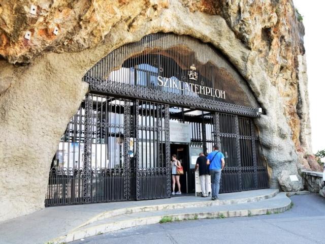 kaplica w jaskini