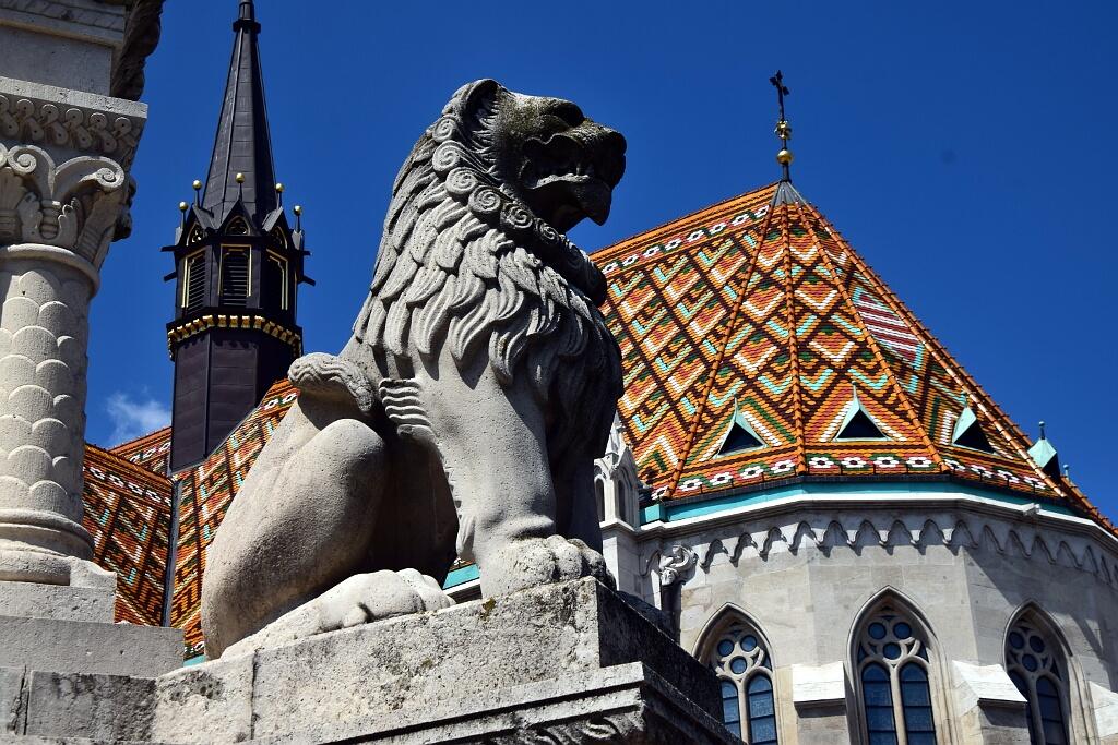 Piękny dach kościoła Macieja w Budapeszcie