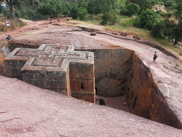 Kościół w Lalibeli wycięty w litej skale