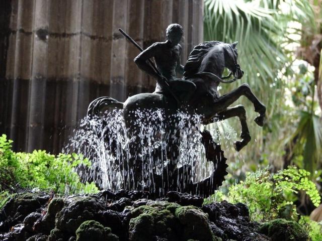 Fontanna z Św. Jerzym walczącym ze smokiem - patronem Katalonii