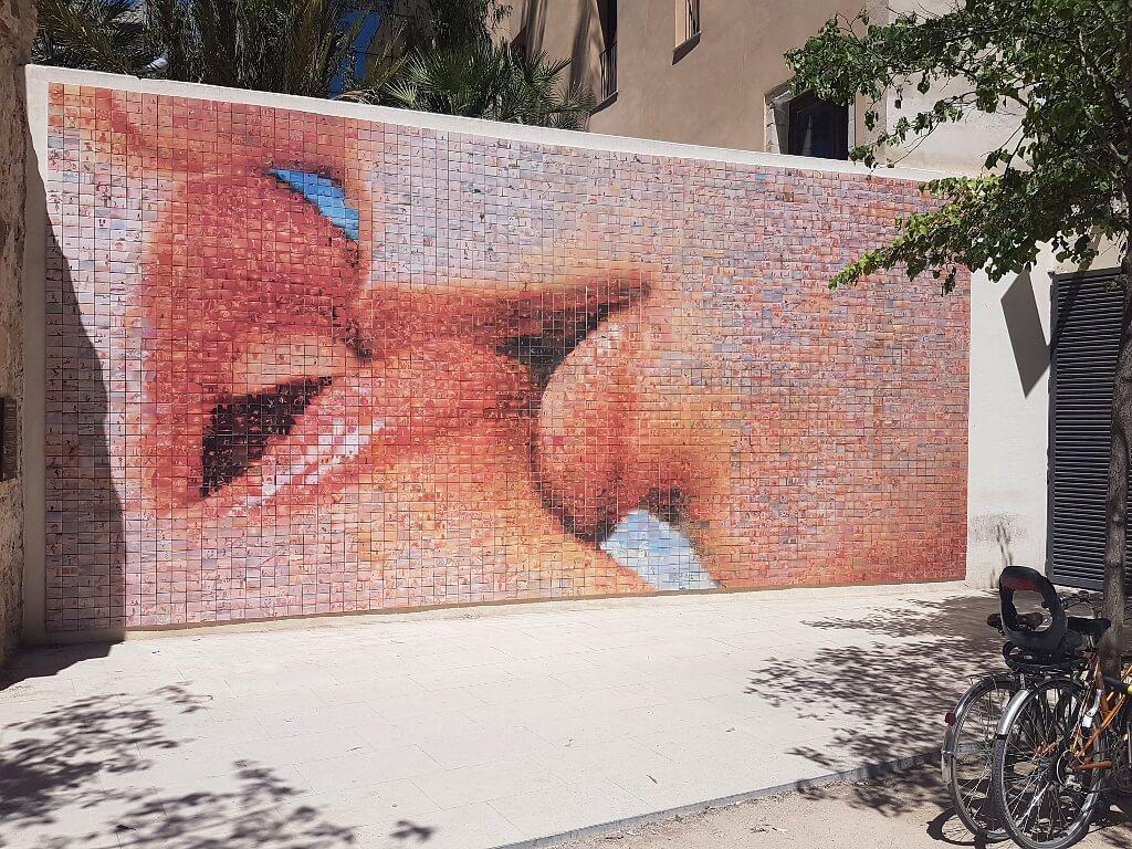 """Mozaika z tysiąca zdjęć Hiszpanów uosabia hasło: """"Chwile wolności"""""""