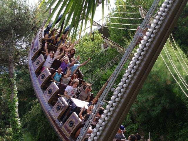 Barcelońskie wzgórze Tibidabo mieści wspaniały retro park rozrywki