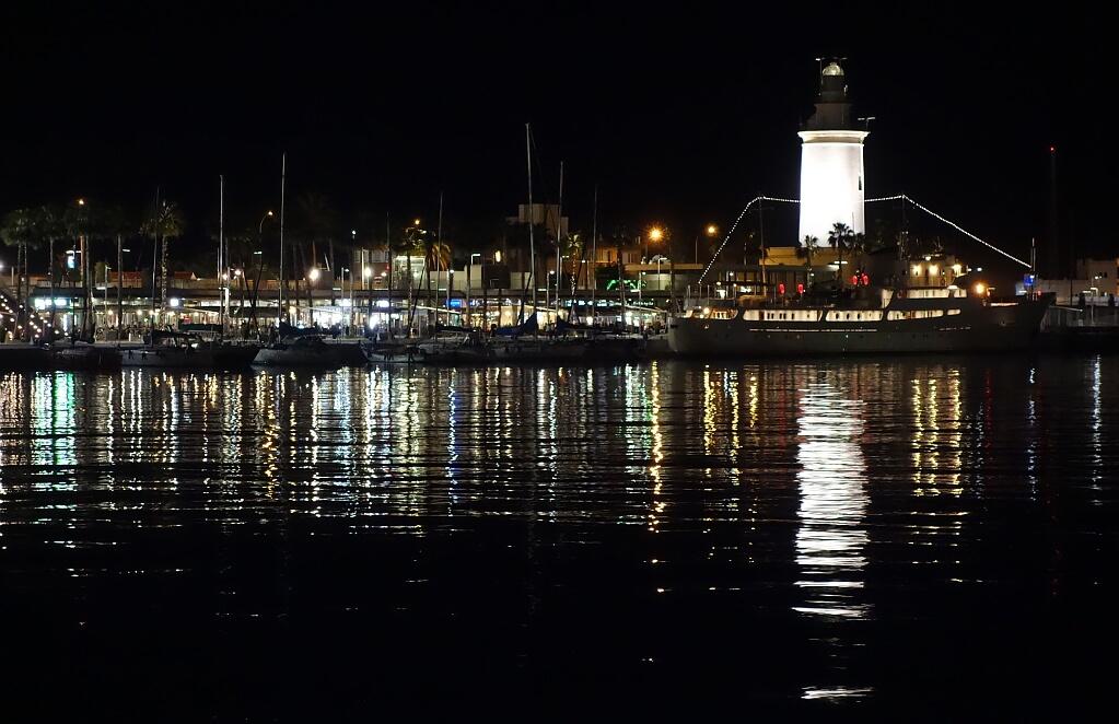 marina nocą