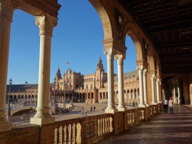 Plac Hiszpański w Sewilli.