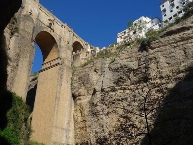 XVIII wieczny most w Rondzie w zupełnie innym ujęciu