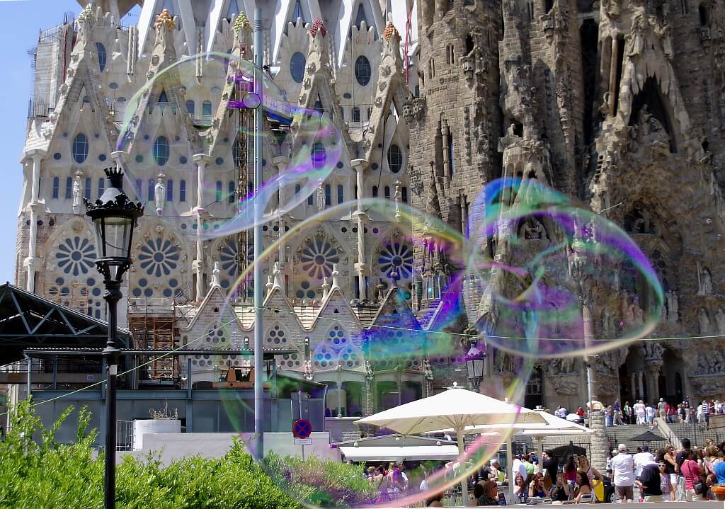 Sagrada Familia w kolorowej odsłonie