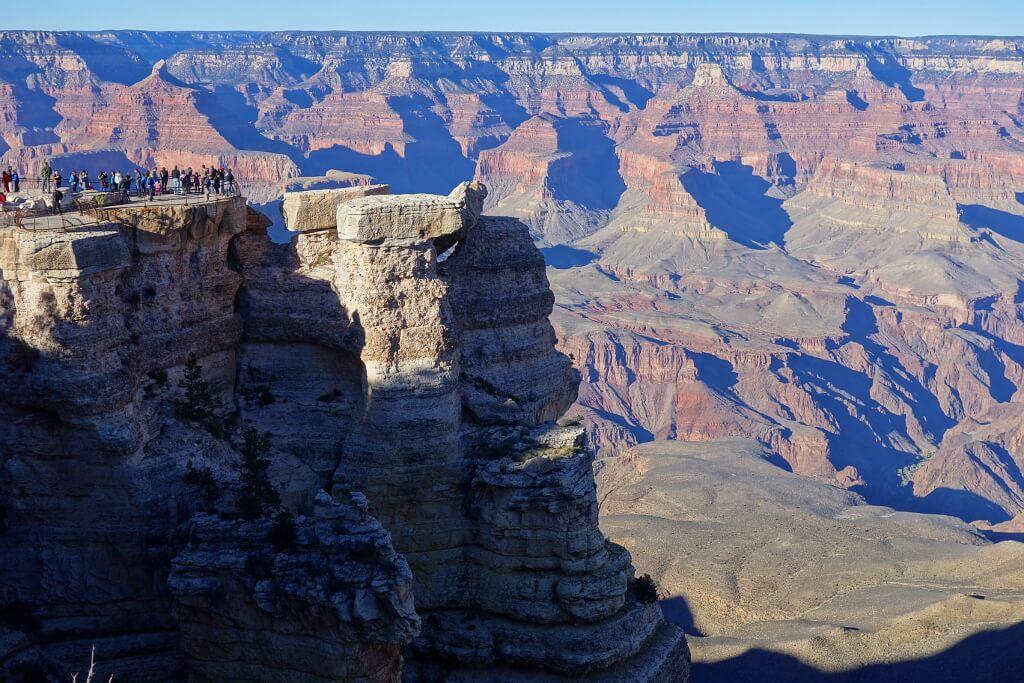 Ludzie podziwiający Wielki Kanion, Stany Zjednoczone