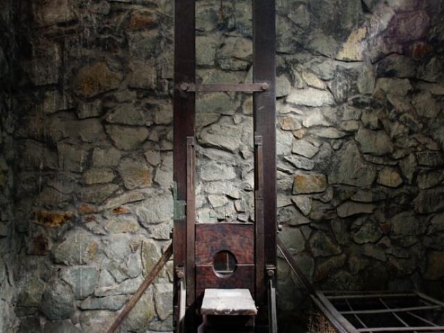 Muzeum Pozostałości Wojennych. Gilotyna