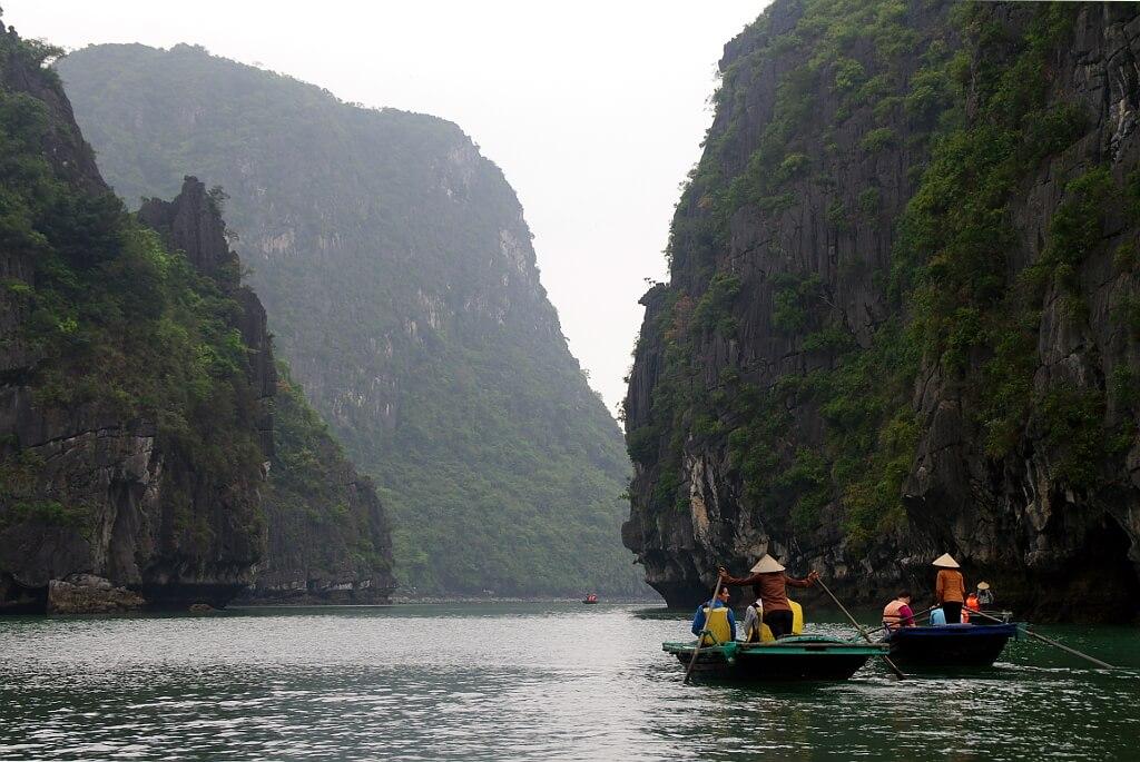 Zatoka Ha Long z podziomu wody