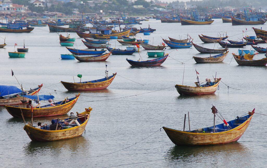 Malownicze łodzie czekają na malarzy