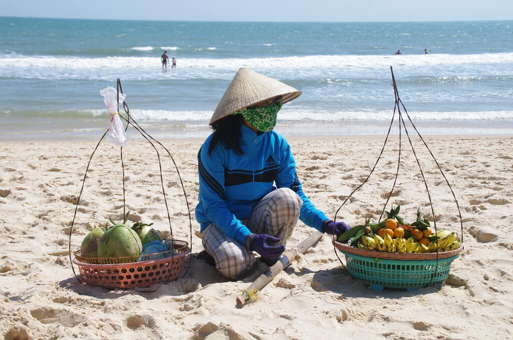 Szczelny strój zabezpiecza przed słońcem Wietnamki, które nie chcą się opalić
