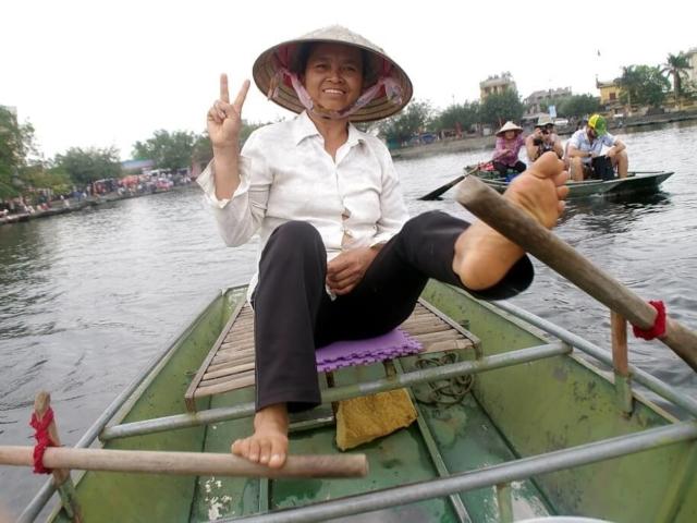 Wietnamka tradycyjnie wiosłująca nogami
